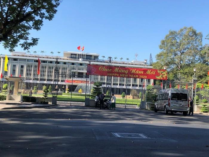 Sài Gòn 'đẹp dịu dàng' sáng mùng 1 tết