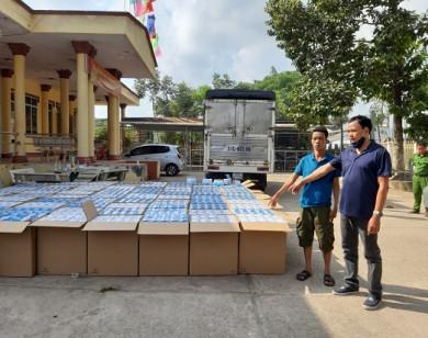 Bắt giữ 2 xe ô tô chở gần 300.000 chiếc khẩu trang xuất lậu sang Campuchia