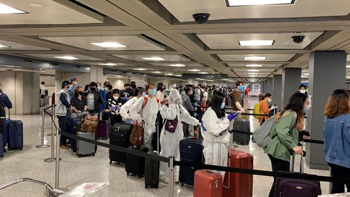 Thêm 4 ca mắc Covid-19 trên chuyến bay từ Nga và Mỹ về, Việt Nam có 324 ca bệnh