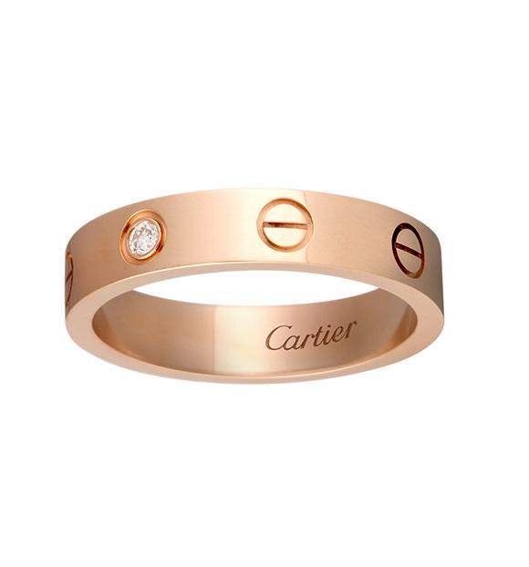 Công Phượng – Viên Minh rạng rỡ niềm hạnh phúc với kỷ vật tình yêu đến từ thương hiệu Cartier