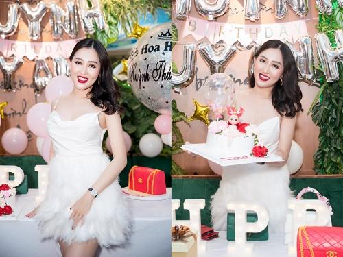 Hoa hậu Huỳnh Thúy Anh khoe nhan sắc rạng rỡ tại tiệc sinh nhật
