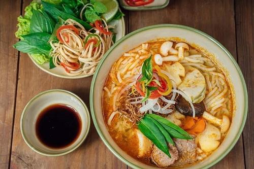 Nhà hàng chay nằm giữa Họ Đạo Chí Hòa Quận Tân Bình
