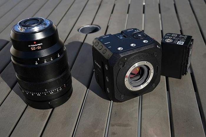 Panasonic giới thiệu máy quay phim 4K BGH1 với kiểu dáng hình khối