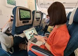 Tiếp tục cấm vận chuyển pin lithium trên máy bay