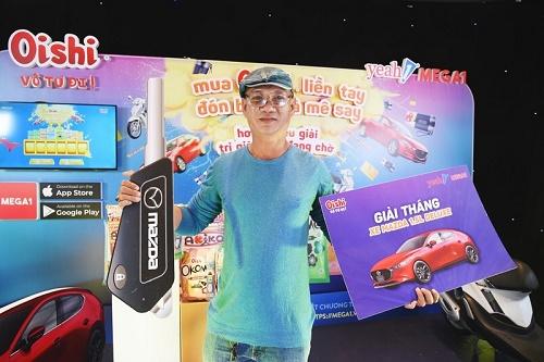 Khách hàng thứ 2 trúng chiếc xe hơi Mazda3 gần 1 tỷ đồng nhờ ăn snack Oishi