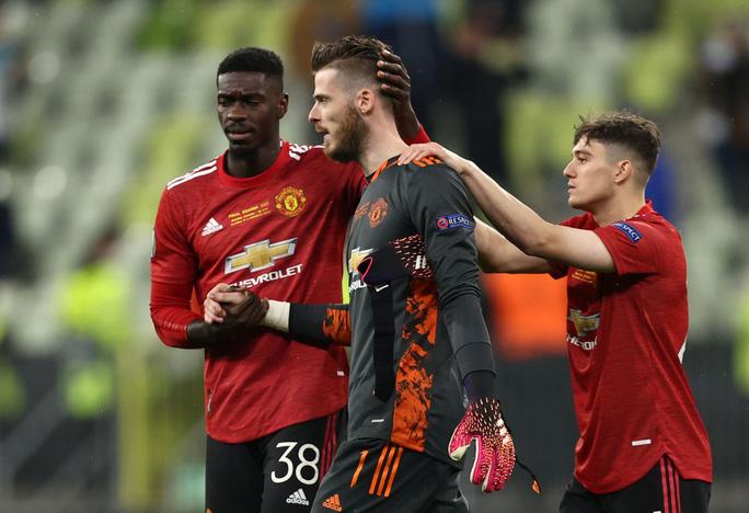 """Man United mất cúp Europa League trên chấm 11 m, thủ môn De Gea hứng """"gạch đá"""""""