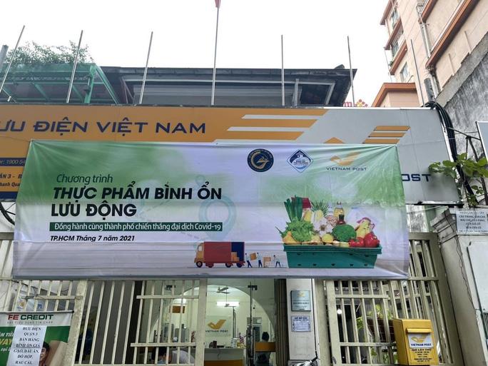 Hàng trăm bưu điện tại TP HCM bán thêm rau củ giá bình ổn thị trường