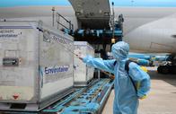 Thêm hơn 1,2 triệu liều vắc-xin Covid-19 của AstraZeneca về đến Việt Nam