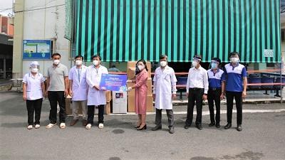 Quỹ từ thiện Kim Oanh tiếp tục hỗ trợ vật tư y tế cho các bệnh viện điều trị Covid-19