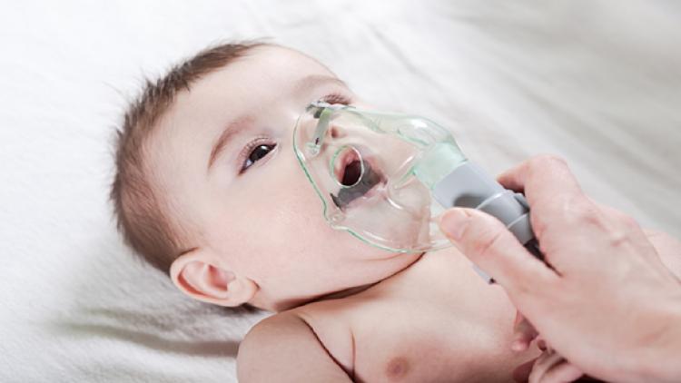 Ngoài virus SARS-CoV-2 và virus cúm, cần lưu tâm đến virus hợp bào hô hấp ở trẻ