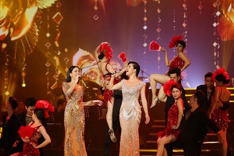 Thu Phương khiến khán giả phát cuồng khi diện váy quyến rũ của NTK Hoàng Hải