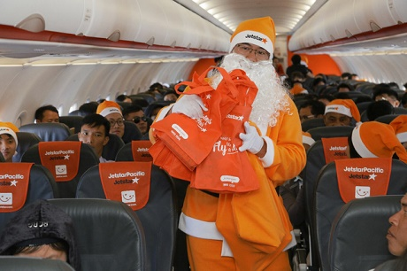 Ngỏ ý nhờ hãng hàng không tặng quà, cả gia đình bất ngờ có cả chuyến bay Noel đáng nhớ