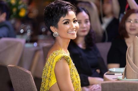 H'Hen Niê bồi hồi kể lại hành trình tỏa sáng tại Miss Universe 2018