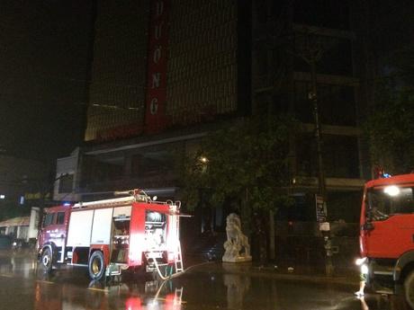 """""""Bà hỏa"""" ghé thăm, quán karaoke lớn nhất Quảng Trị thiệt hại nặng"""