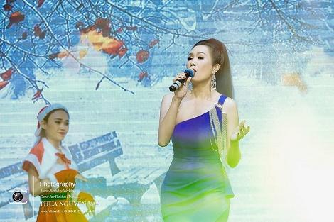 """Trịnh Kim Chi tỏa sáng tại đêm tiệc """"Doanh nhân hội tụ - Cộng đồng nhân ái"""""""