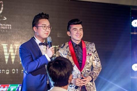 MC Dương Sơn Lâm cùng đọ vest bảnh bao với Đan Trường