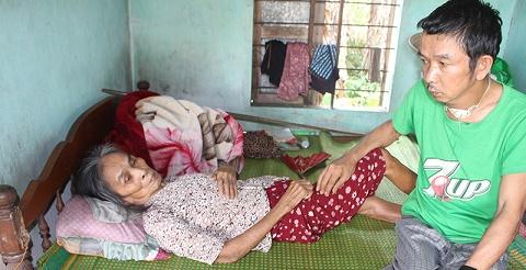 Mẹ già bại liệt, con trai ung thư ở Triệu Phong cần sự giúp đỡ