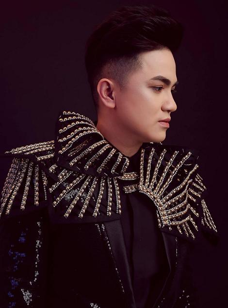 Khưu Huy Vũ trẻ trung, hiện đại với trang phục vest CoCo&PaPa