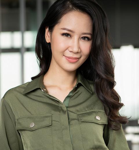 """Elise khiến Dương Thùy Linh """"hack tuổi"""" giữa nắng hè"""