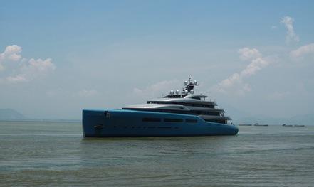 Ngắm du thuyền 150 triệu USD của ông chủ CLB Tottenham cập cảng Tiên Sa
