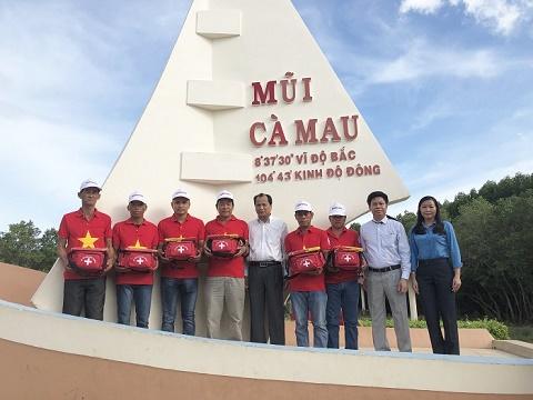 Bắt đầu trao một triệu lá cờ Tổ quốc giúp ngư dân dân bám biển