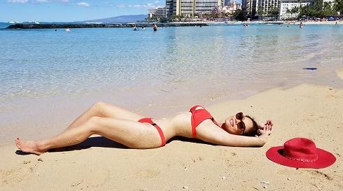 Ca sĩ Hồ Lệ Thu đốt ánh nhìn với bộ ảnh bikini nóng bỏng